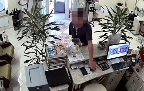 Поліція виклала відео, як  працював  серійний злодій у Дніпрі