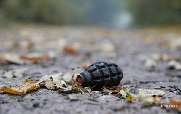 В  ДНР  мужчина бросил гранату в  силовиков