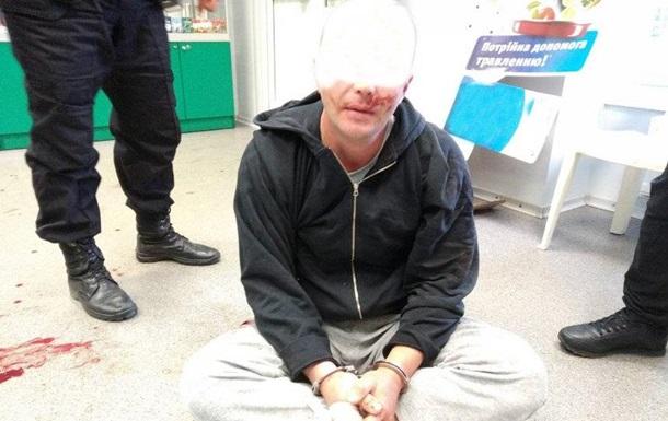 У Миколаєві наркоман розгромив аптеку