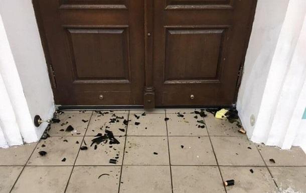 В Андреевскую церковь бросили  коктейли Молотова