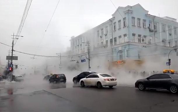 У центрі Києва прорвало трубу з гарячою водою