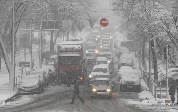 Снігопад в Україні: у ДТП загинули 11 людей
