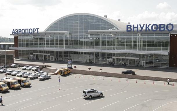 Опоздавший на рейс пассажир пытался остановить самолет на рулежной дорожке