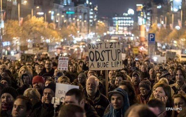 В Праге тысячи людей требуют отставки премьера