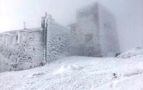Туристов призывают воздержаться от походов в Карпаты