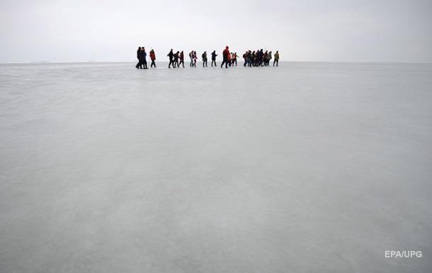 У Якутії вісім людей віднесло в море на крижині