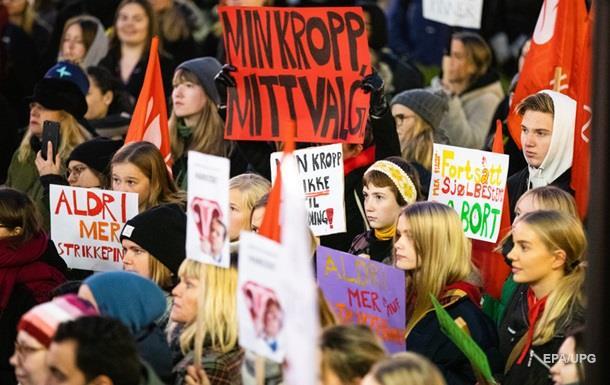 У Норвегії протестують проти обмеження на аборти