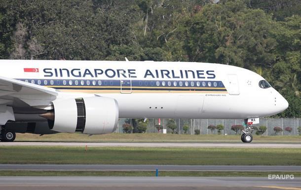 Літак, що вилетів до Парижа, екстрено повернувся в аеропорт Сінгапуру