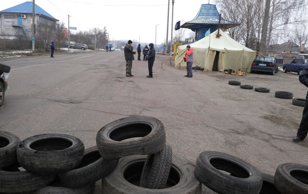 Жители Смелы перекрыли дороги в Черкасской области