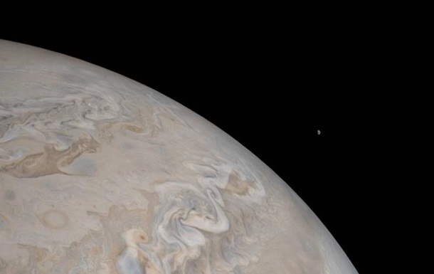 NASA показало снимок Юпитера и его спутника Ио