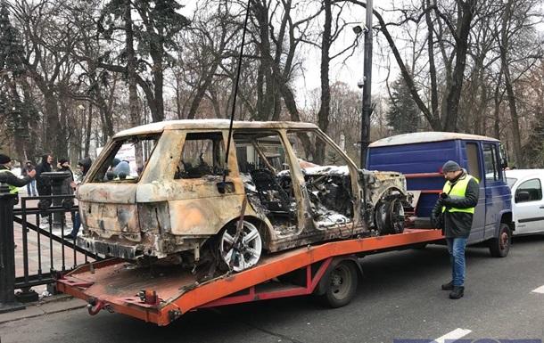 Под Раду привезли сожженный автомобиль лидера  евробляхеров