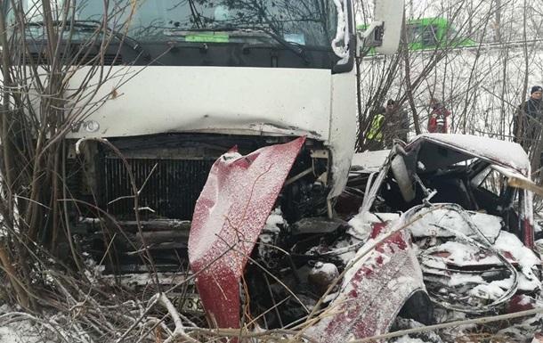В Полтавской области столкнулись фура и легковушка: двое погибших