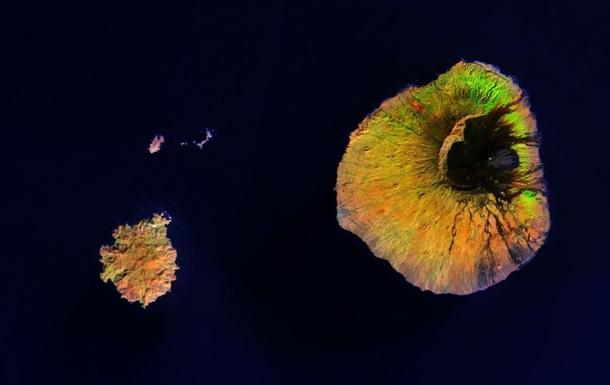 Гігантська вирва: вулкан Фогу зняли з космосу