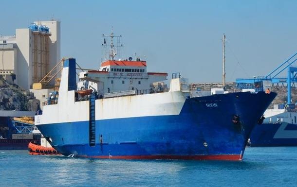 В Ливии освободили с захваченного судна трех украинских моряков