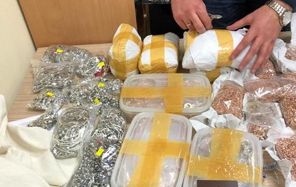 В аэропорту Львова задержали контрабандиста с 17 кг золота