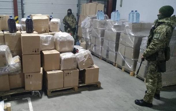 В Одесі в офісі поштової компанії вилучили 5 тисяч літрів алкоголю