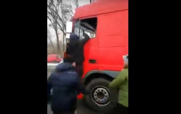В Полтаве  евробляхеры  напали на водителя фуры