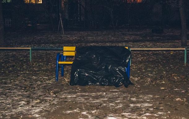 В Киеве на детской площадке обнаружили труп