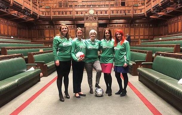 Британські депутати отримали догану за гру в футбол у парламенті