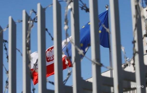 Еврокомиссия одобрила поправки Польши в противоречивый закон о ВС