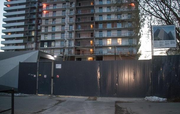 В Киеве в шахте лифта недостроя обнаружили тело человека