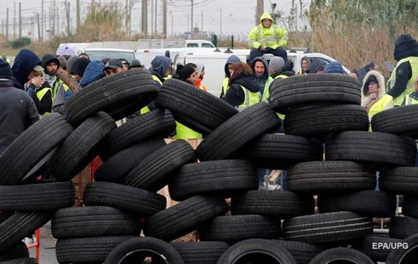Желтые жилеты. Во Франции протестуют сотни тысяч