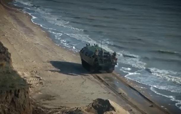 Навчання ЗСУ біля Азовського моря показали на відео