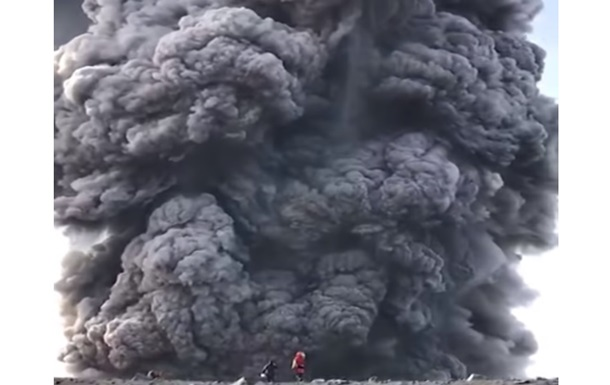 Виверження вулкана турист зняв, ризикуючи життям