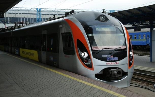 Поїзд Перемишль-Київ спізнився на три години через сумку