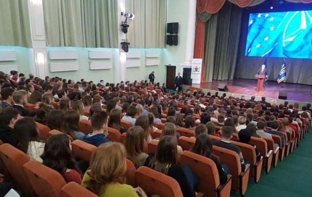 Порошенко заявив, що спеціально називав помилкові дати початку безвізу