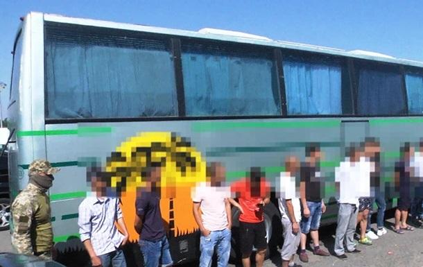 Во Львовской области задержали грузовик с нелегалами