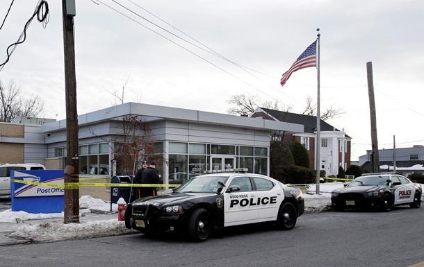 В США двух человек застрелили у магазина
