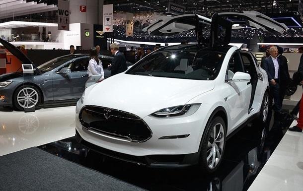 В  черную пятницу  из салона в Киеве угнали Tesla Model X - СМИ