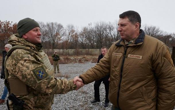 Президент Латвії відвідав зону конфлікту на Донбасі