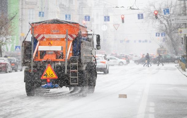 В Киевской области из-за непогоды закрыли дороги для грузовиков