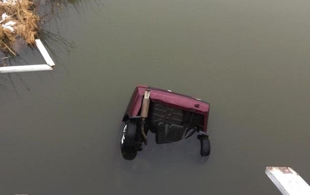 У Рівненській області авто з п яним водієм впало в річку: двоє загиблих