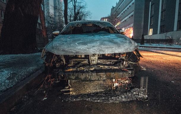 Появились кадры сгоревшего авто с дипномерами РФ