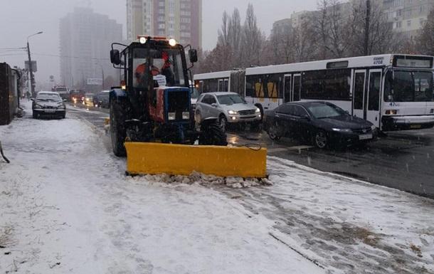 До розчищення доріг в Києві залучені 352 одиниці спецтехніки - КМДА