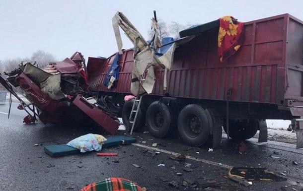 У Черкаській області зіткнулися дві вантажівки, троє загиблих