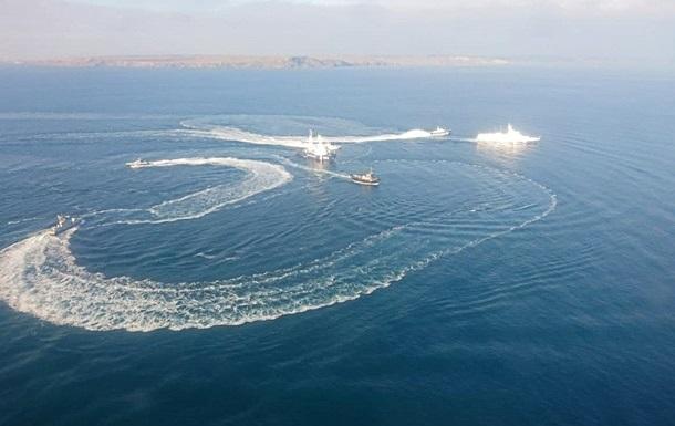 Глава ВМС рассказал детали инцидента с кораблями