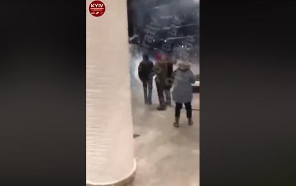 ТРЦ в Києві закидали димовими шашками