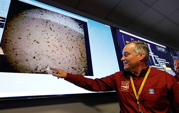 InSight sent the first picture of Mars