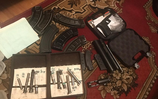 У Києві нацгвардійця затримали за торгівлю зброєю