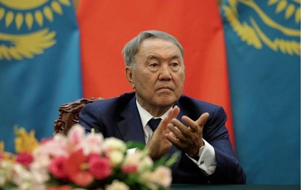 Назарбаєв порадив незадоволеним життям погуляти на цвинтарі