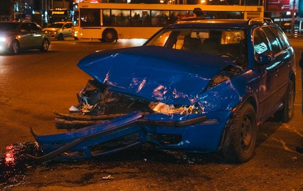 У Києві на проспекті Бандери за годину розбилися чотири авто
