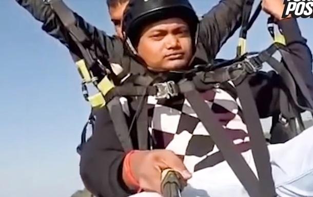 Турист снял на видео смерть пилота параплана