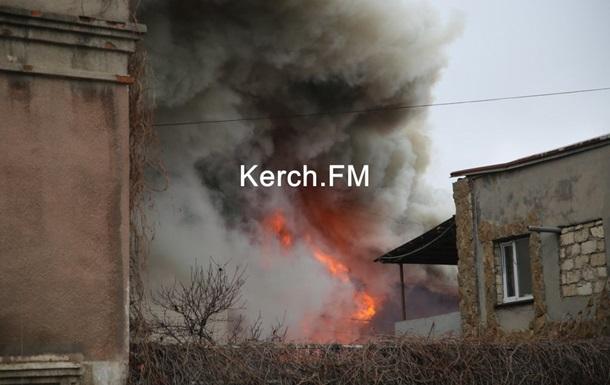 В центре Керчи горит мебельный склад