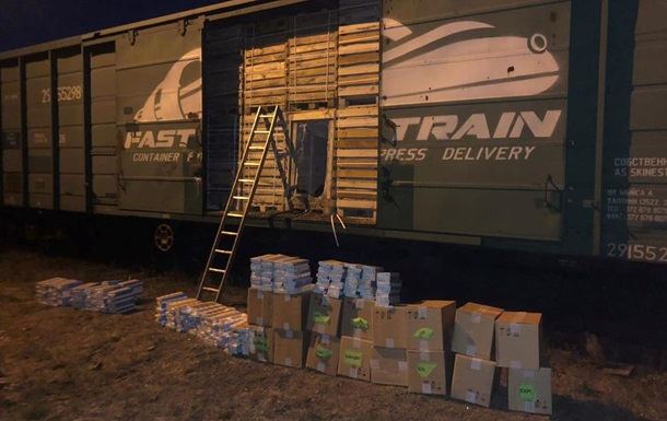 На Закарпатье обнаружили вагон с контрабандными сигаретами