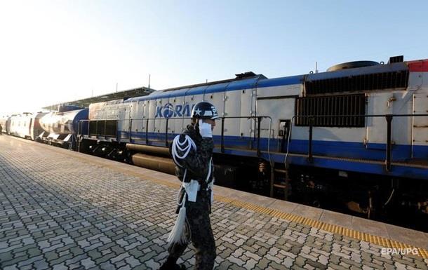Из Южной Кореи в КНДР отправился первый поезд за десять лет