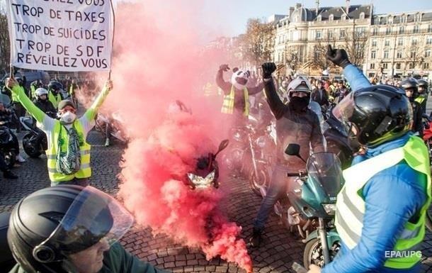 Протести у Франції: до Парижа стягують силовиків